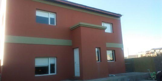 Acogedora casa en Solanas de tres dormitorios | Neneo al 4000